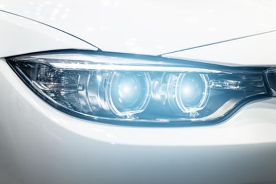 Scheinwerfer eines neuen 5er BMW