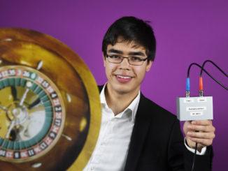 jugend-forscht-gewinner mit digitalem roulette